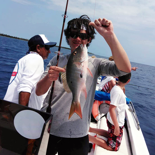 Belize-Guide-Co-fish-catch-display-boat